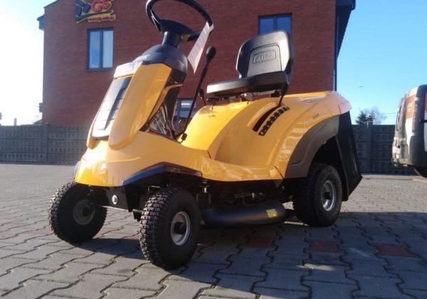 Traktor ogrodowy STIGA Combi 2072 H – bardzo zwrotny, przeznaczony do pokonywania ciężkiego terenu.